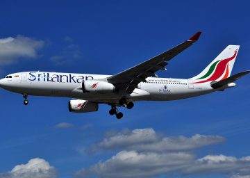 1280px-Airbus_A330-200_-_SriLankan_Airlines_(4R-ALG)[1]